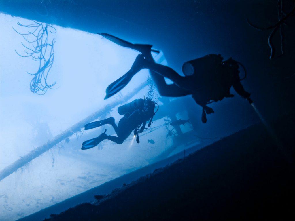 Avez-vous besoin de passer une nuit à plongée Amed Bali?