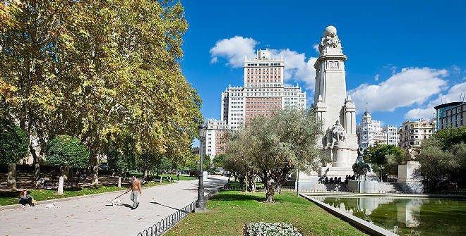 Se promener à la ville exotique au bord de l'Europe ! Bienvenue à Madrid